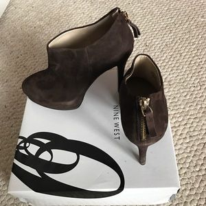 Nine West Brown Suede Booties Size 8M